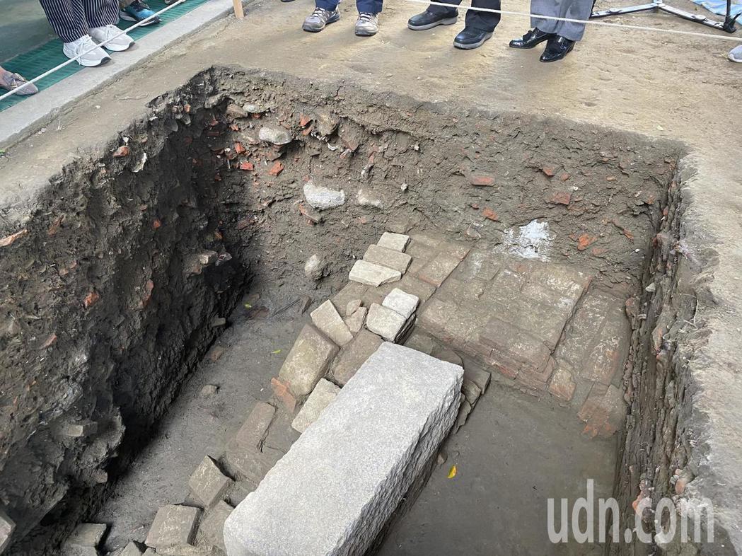 台灣第一城台南大員市鎮考古挖掘出土,極有機會登錄為世界文化遺產。記者修瑞瑩/攝影