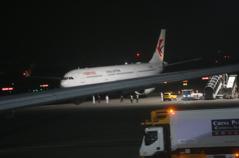 滯留武漢台人3日11點40分抵台終於搭乘專機返台。圖/聯合報系資料照片