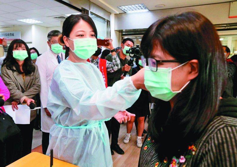 武漢肺炎疫情蔓延,連帶提升國內醫療負荷,國民黨立院黨團提議比照SARS推動紓困特別條例的立法。本報資料照片