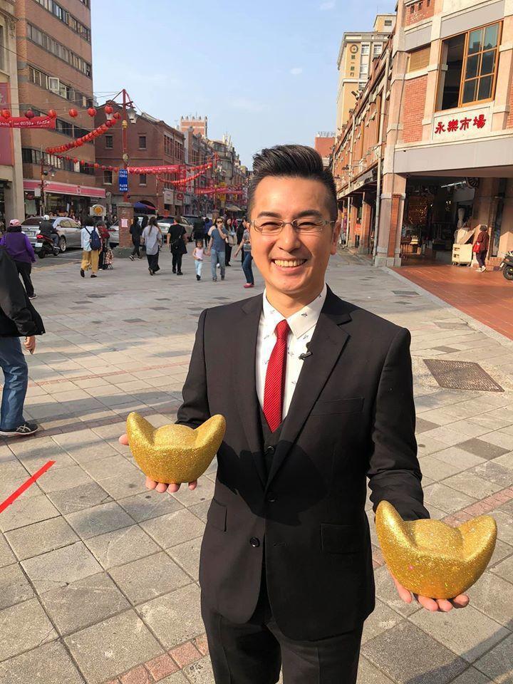 台視氣象主播王軍凱為防疫人員抱不平。圖/摘自臉書