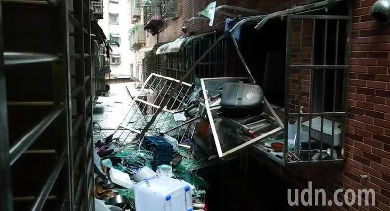 基隆市中和路大慶大城社區昨晚發生氣爆意外,造成1死3傷,氣爆威力很大,現場像被轟炸過。記者游明煌/攝影
