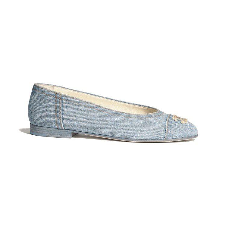芭蕾舞鞋,24,600元。圖/摘自官網