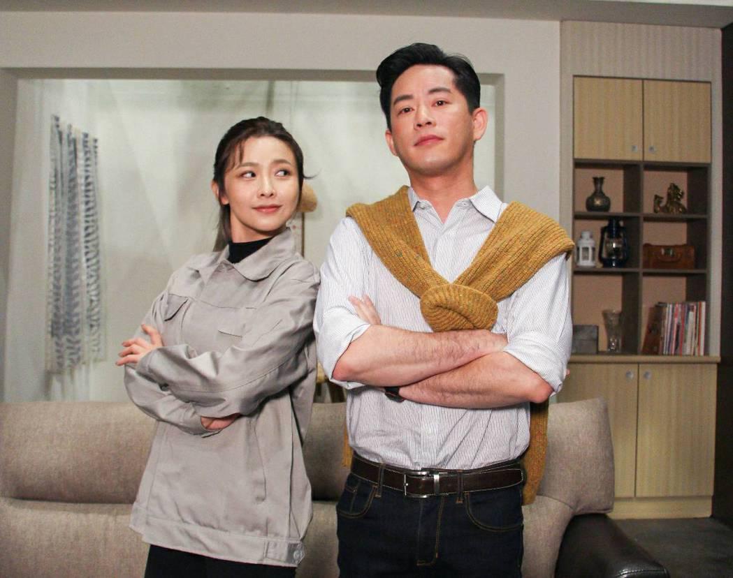 韓宜邦(右)和吳婉君在「炮仔聲」配對  圖/三立提供
