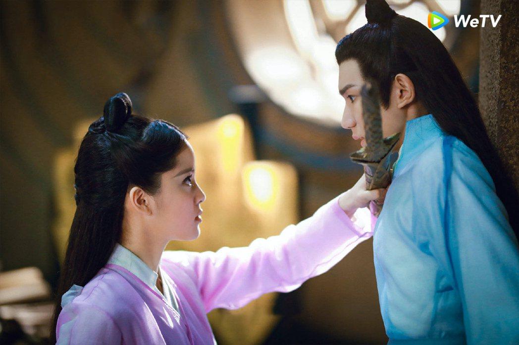 歐陽娜娜(左)與王源在「大主宰」引發網友火箭式追劇熱潮。圖/WeTV提供