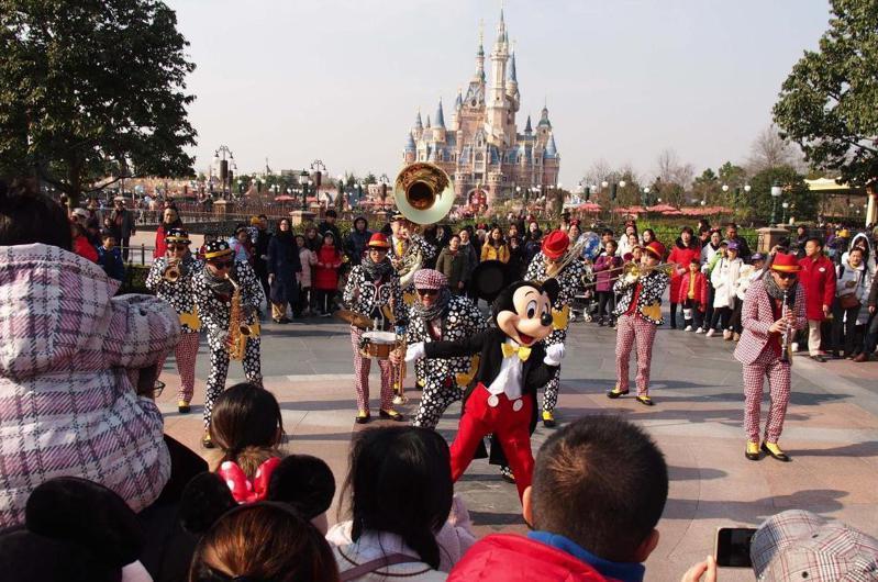 受武漢肺炎疫情影響,上海迪士尼宣布自2020年1月25日起暫時關閉。照片/新華社