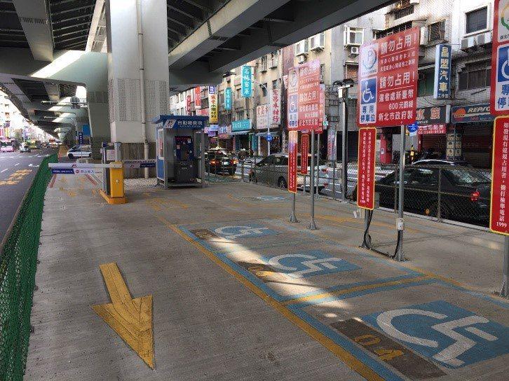 交通局也於台64線橋下闢建環狀線B區及C區2處機車停車場,提供303格機車停車位...