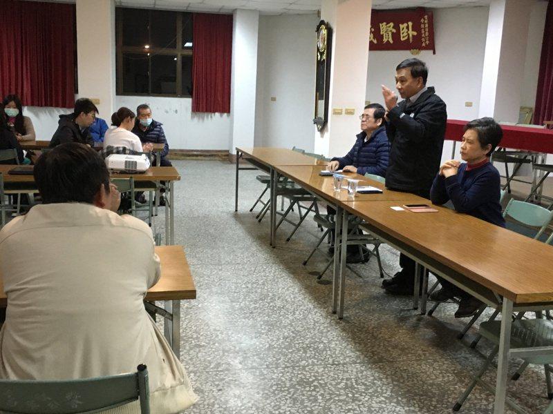 針對口罩實名制可能遇到許多問題,雲林縣藥師、藥劑生公會今晚緊急召開會議。記者陳雅玲/攝影