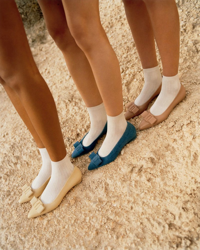 Viva系列將原本使用羅緞製成的蝴蝶結材質與鞋身統一,並放大蝴蝶結尺寸。圖/Salvatore Ferragamo提供