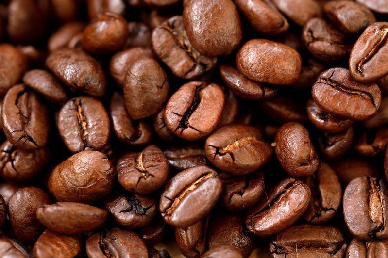 武漢肺炎疫情衝擊大宗商品市場,但咖啡期貨價格跌得比原油還兇。路透