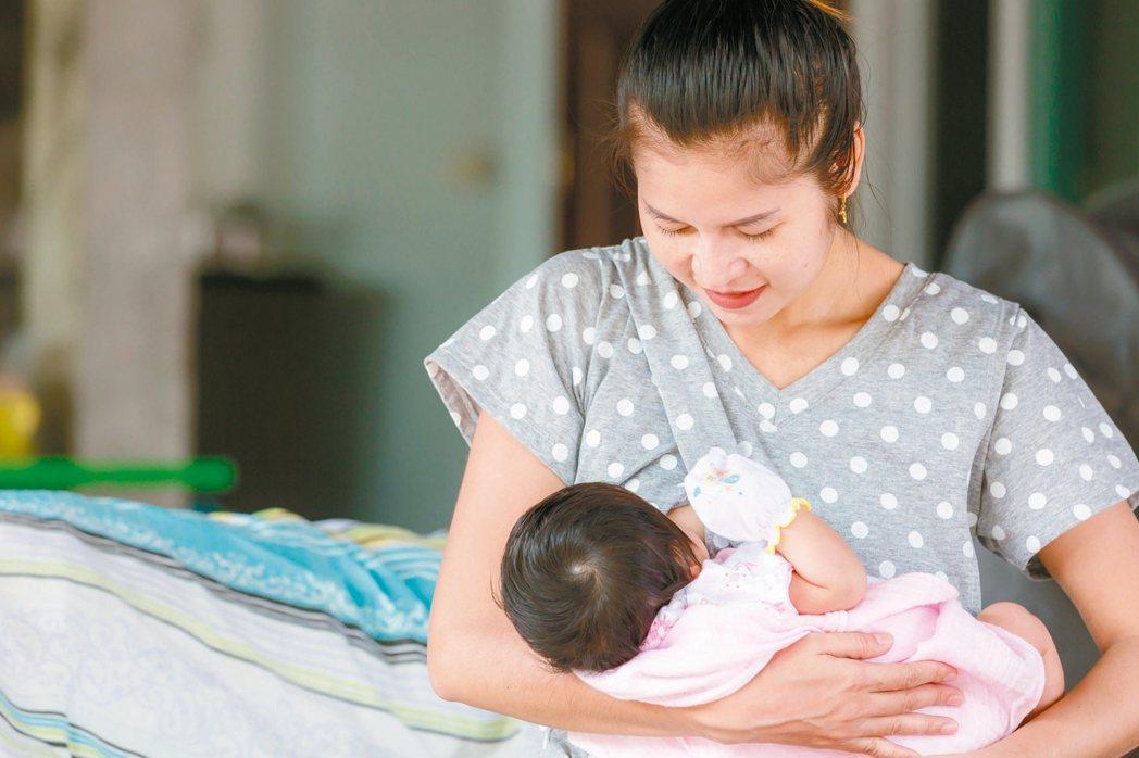 坐月子要讓產後婦女好好休息,幫助傷口復原。 圖/123RF