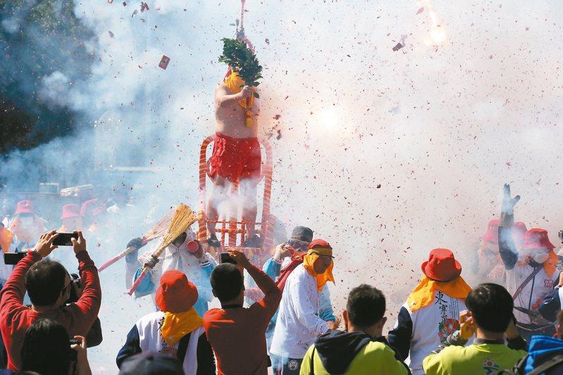 「炮炸寒單爺」將於2月8日起在台東市登場。 圖/台東縣政府提供