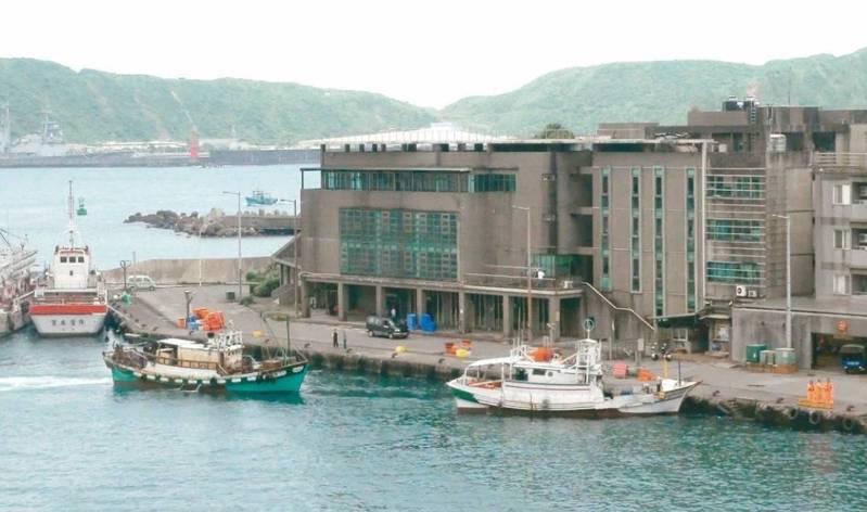 原本在台灣工作的400名大陸漁工,因春節返回大陸與家人團聚,現在「回不來」了。本報資料照