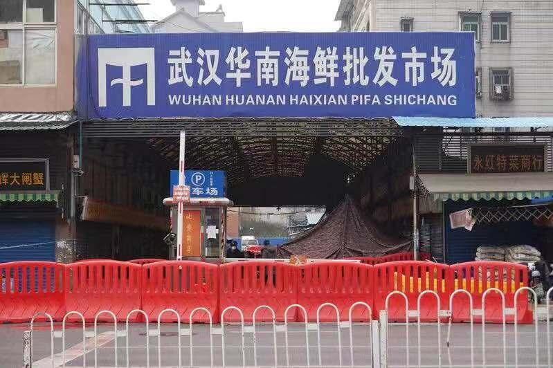 華南海鮮市場被認為是新型冠狀病毒發源地,趙楠的家離這不遠。圖╱取自新京報