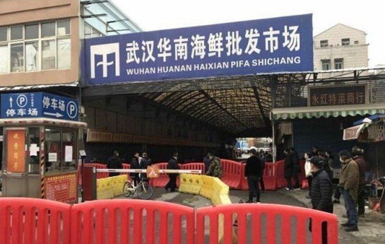華南海鮮市場被認為是新型冠狀病毒發源地,封城後快遞要送往武漢都拒絕發貨。(中新社...