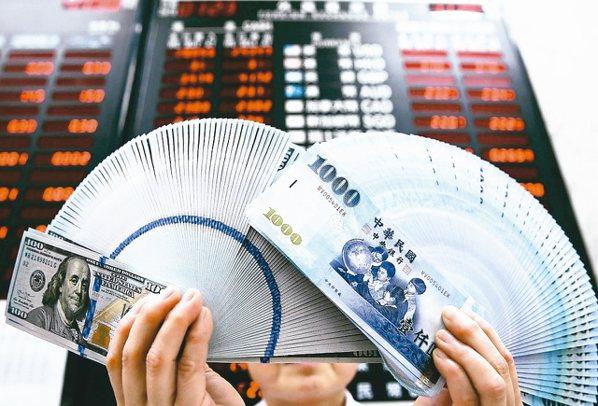 武漢肺炎疫情「黑天鵝」來襲,台股鼠年開紅盤上演落後補跌,外資持有的新台幣股票市值...