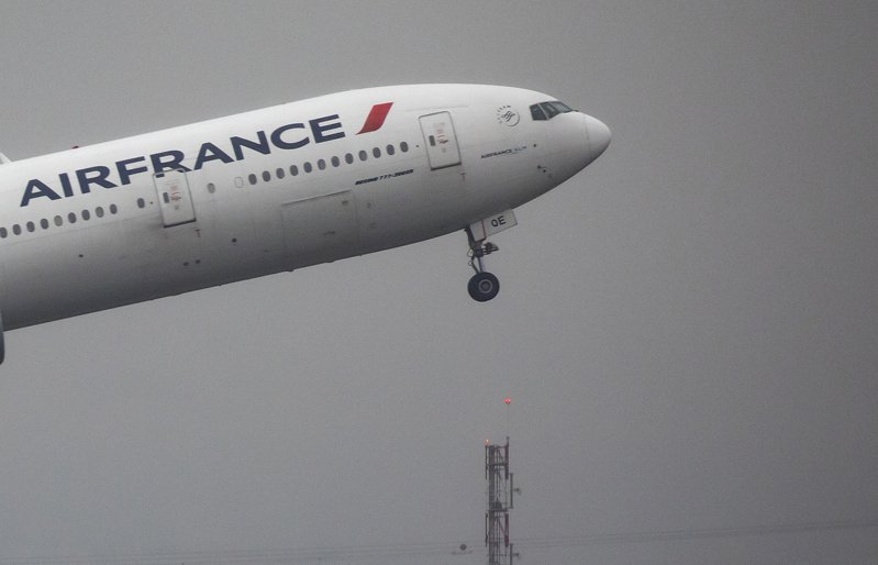 法荷航空集團(Air France-KLM)今(6日)表示,在中國正疲於控制2019新型冠狀病毒(2019-nCoV,武漢肺炎病毒)疫情的同時,集團旗下飛往中國的班機停飛期限將延長至3月15日。 歐新社