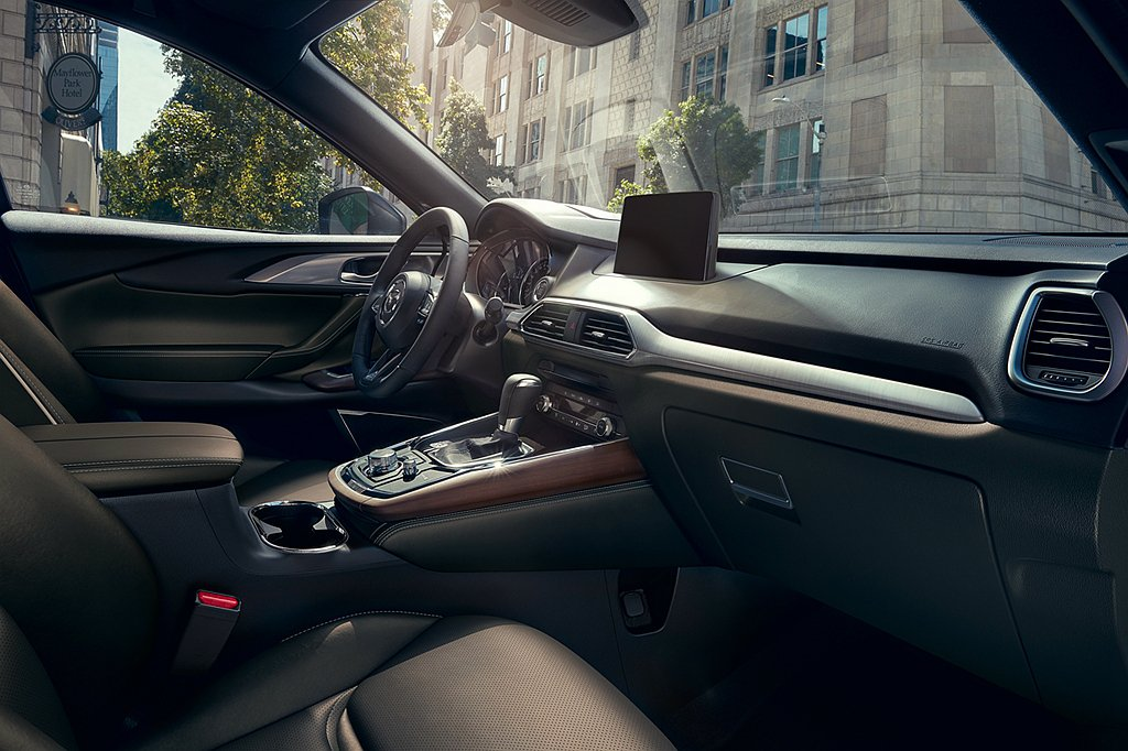 Mazda Connect人機智慧資訊整合系統升級為9吋中央資訊顯示幕,優化Na...