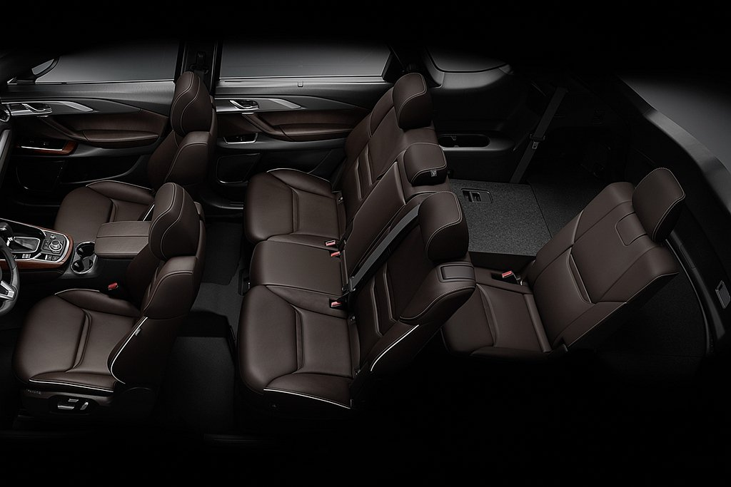新年式Mazda CX-9新增第二排座椅One Touch Walk-in按鍵,...