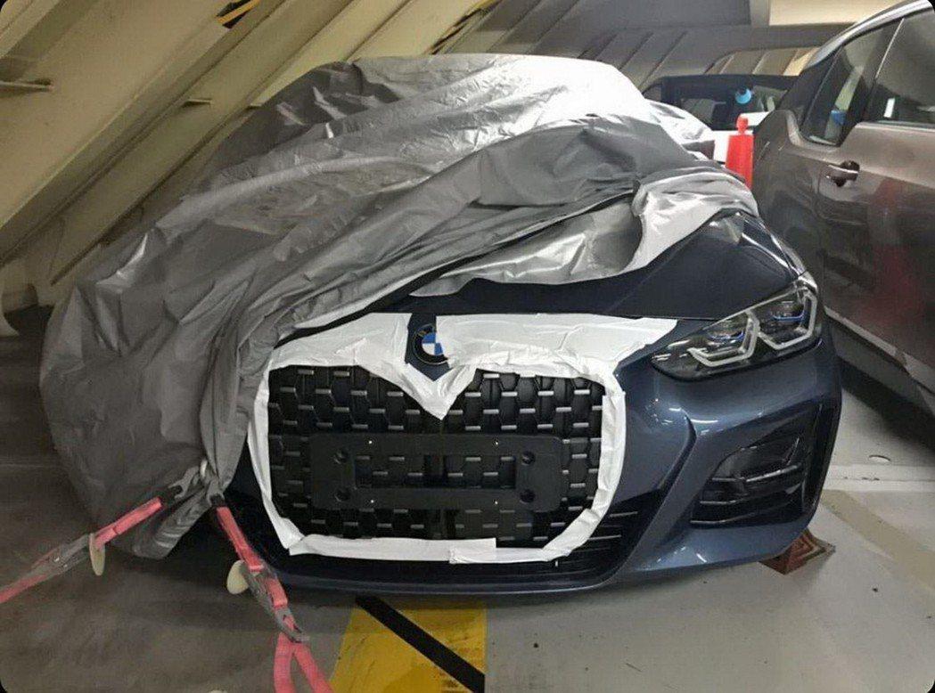 新世代BMW 4 Series真的有大鼻孔。 摘自Carscoops