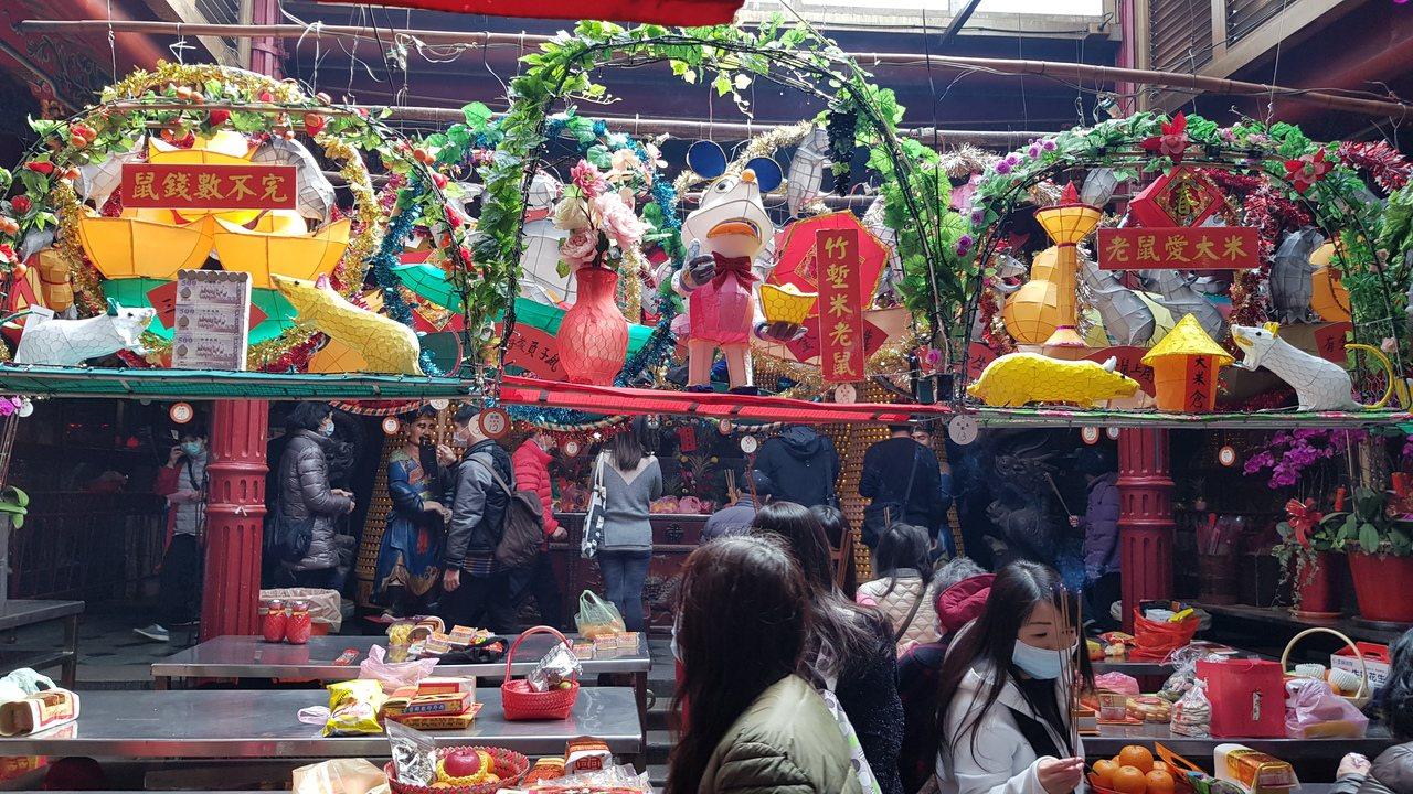 元宵節又被稱為上元節,也是農曆新年的最後一天,台灣人習俗會賞花燈、吃湯圓,享受最...