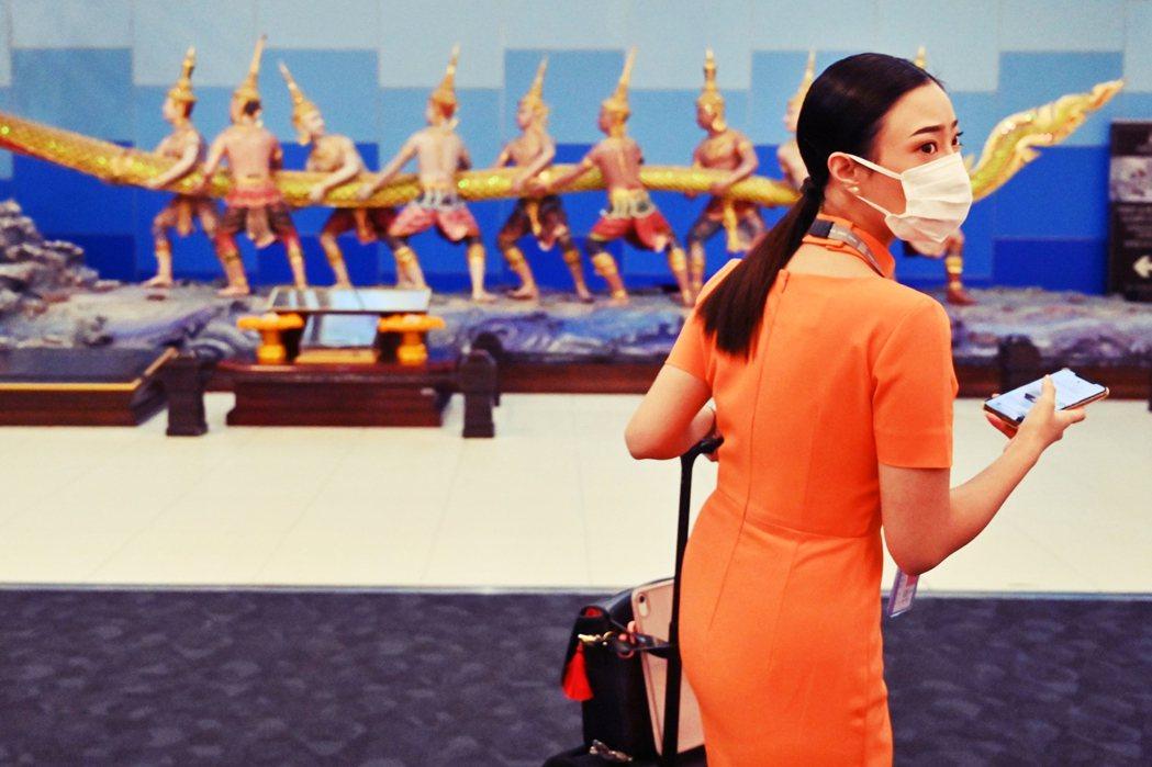 泰國國內要求收緊中國遊客的聲浪越來越大,不過迄今帕拉育內閣仍是不為所動。 圖/法...