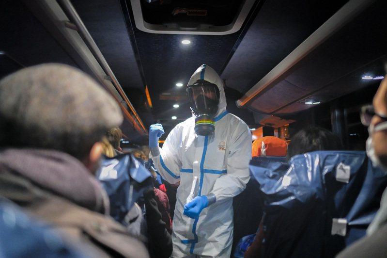 湖北省5日新增武漢肺炎感染病例近3千例,新增死亡70例。 美聯社