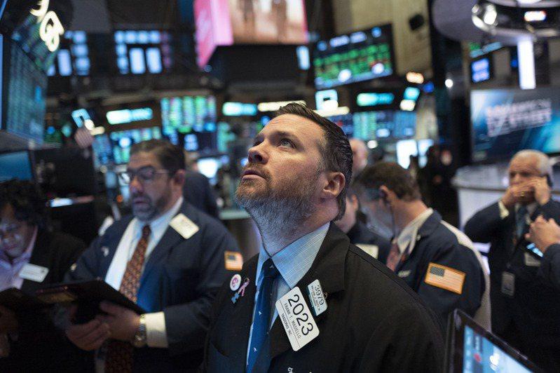 武漢肺炎疫情衝擊經濟的疑慮緩解,加上經濟數據強勁,推升美股走高。 美聯社