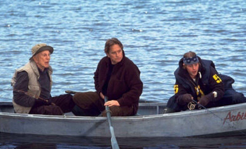 寇克道格拉斯(左起)在「三代同堂」與兒子麥克、孫子卡麥隆合演。圖/摘自imdb