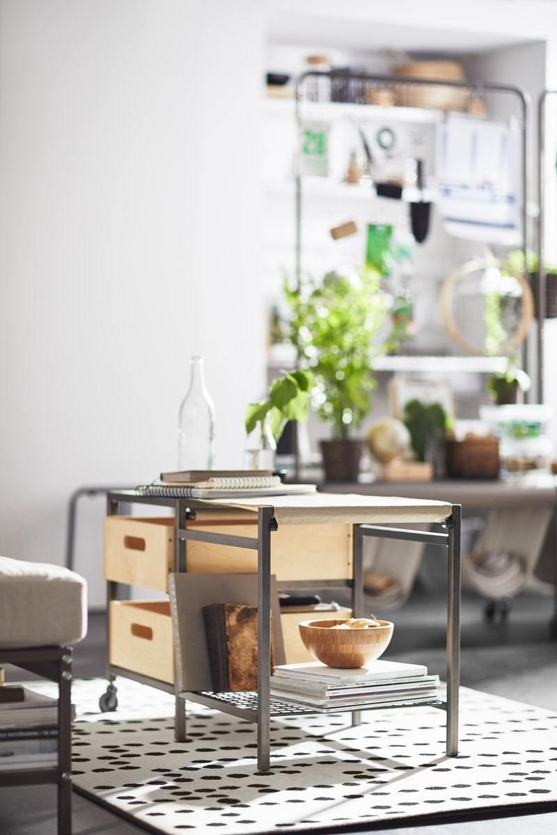 兼具收納與座椅複合式功能的IKEA VEBERÖD長凳,原價3,990元、特價1,990元。圖/IKEA提供