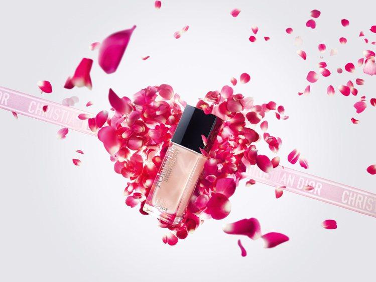 迪奧超完美持久柔光粉底液,成為情人節禮盒的主要商品。圖/迪奧提供