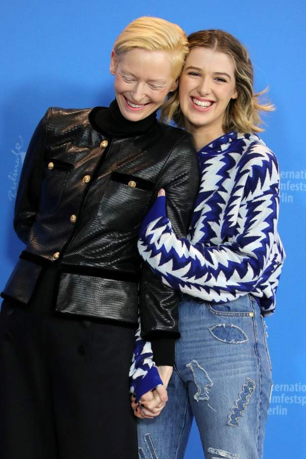 蒂妲絲雲頓與親生女兒榮耀拜恩絲雲頓合演新片《我們的相愛時光》。亮點國際提供