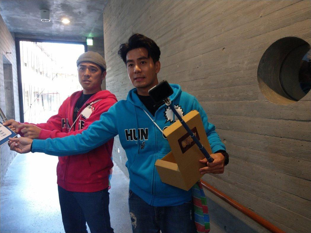 竇智孔(左)和郭彥均錄中視「飢餓遊戲」。圖/中視提供