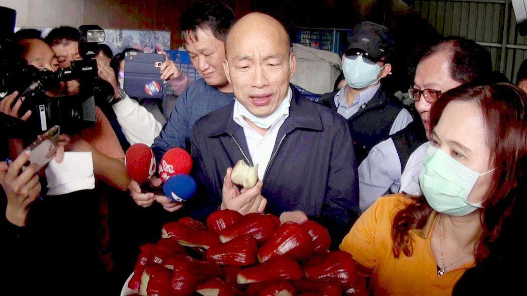 韓國瑜(中)曾與傅崐萁關係密切。記者王昭月/攝影
