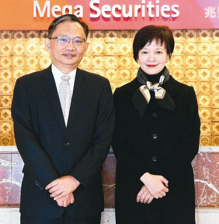兆豐證券投資銀行業務事業群副總吳明宗(圖左)表示,從承銷的角度來看,要能做好承銷的工作,首要之務,就是客戶的經營。圖右為兆豐證券董事長陳佩君。 記者葉信菉/攝影