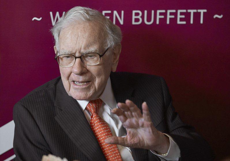 巴菲特2019年5月在內布拉斯加州奧馬哈舉行的年度股東大會上,發表談話。 美聯社
