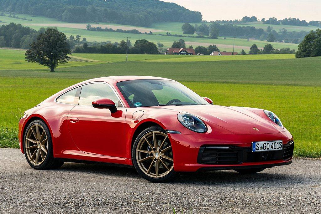 大改款Porsche 911跑車入圍2020年度豪華車獎項。 圖/Porsche...