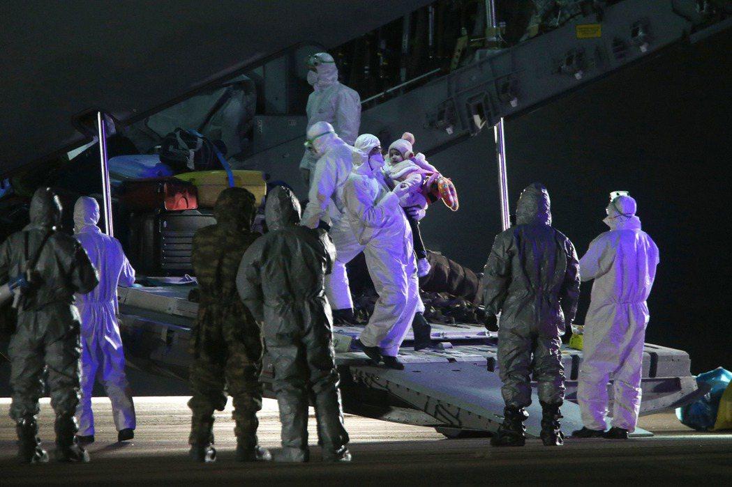 2月1日,土耳其撤僑包機抵達安卡拉。 圖/歐新社