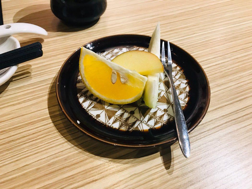 ▲有別於一般餐廳,開胃菜居然是水果,超特別