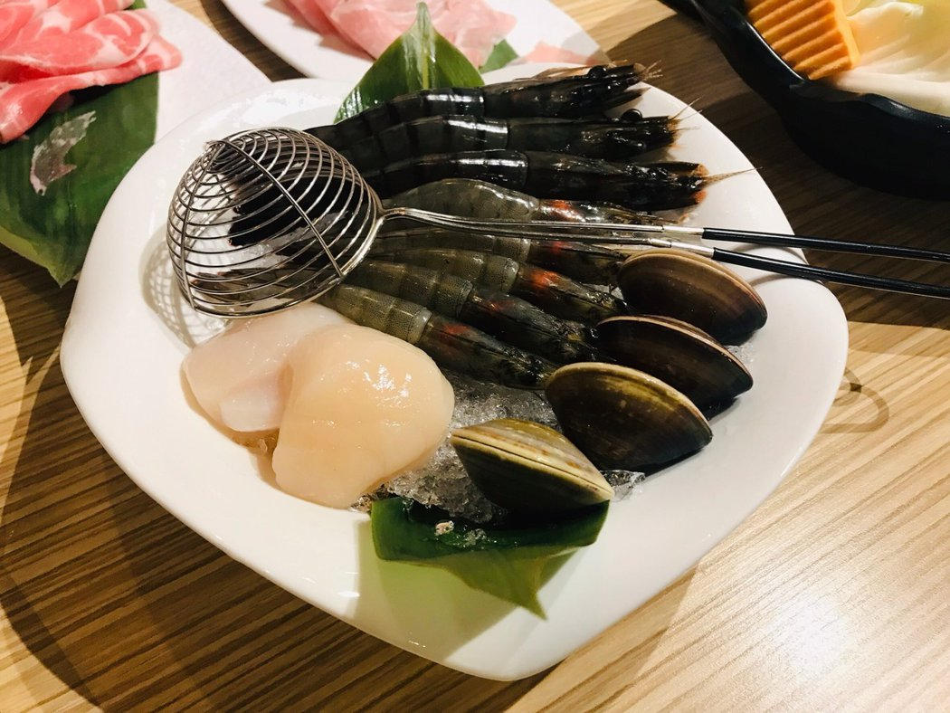 ▲海鮮拼盤-白蝦、草蝦、干貝、蛤蠣