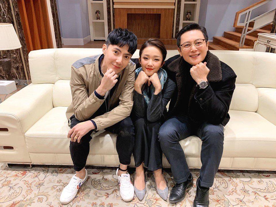 台劇男神王凱(左)在民視「多情城市」表現亮眼收視爆增。圖/亞樂娛樂提供