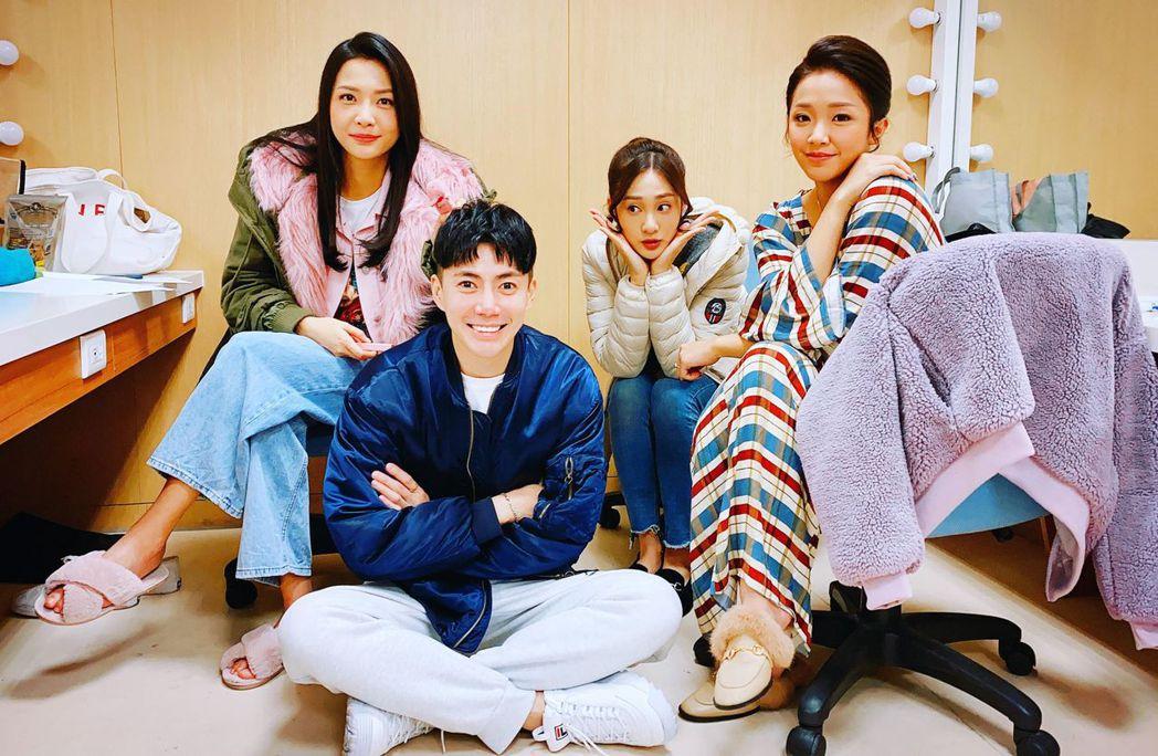 台劇男神王凱(左二)在民視「多情城市」表現亮眼收視爆增。圖/亞樂娛樂提供