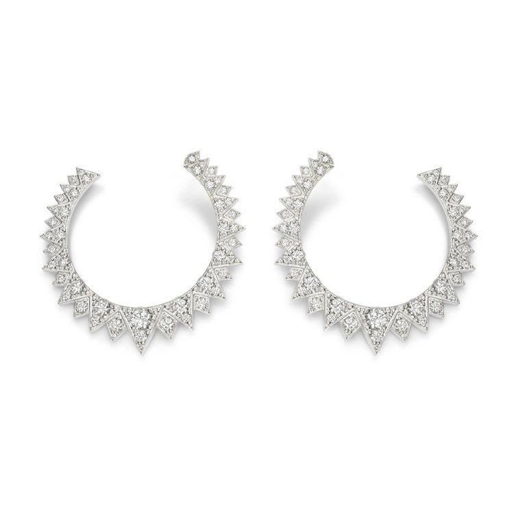 PIAGET,Sunlight系列18K白金鑽石耳環,鑲嵌90顆圓形明亮式切割美...