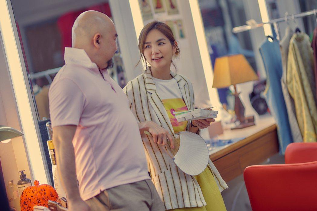 ELLA、辛龍在「練愛iNG」飾演一對歡喜冤家。圖/藝起娛樂提供