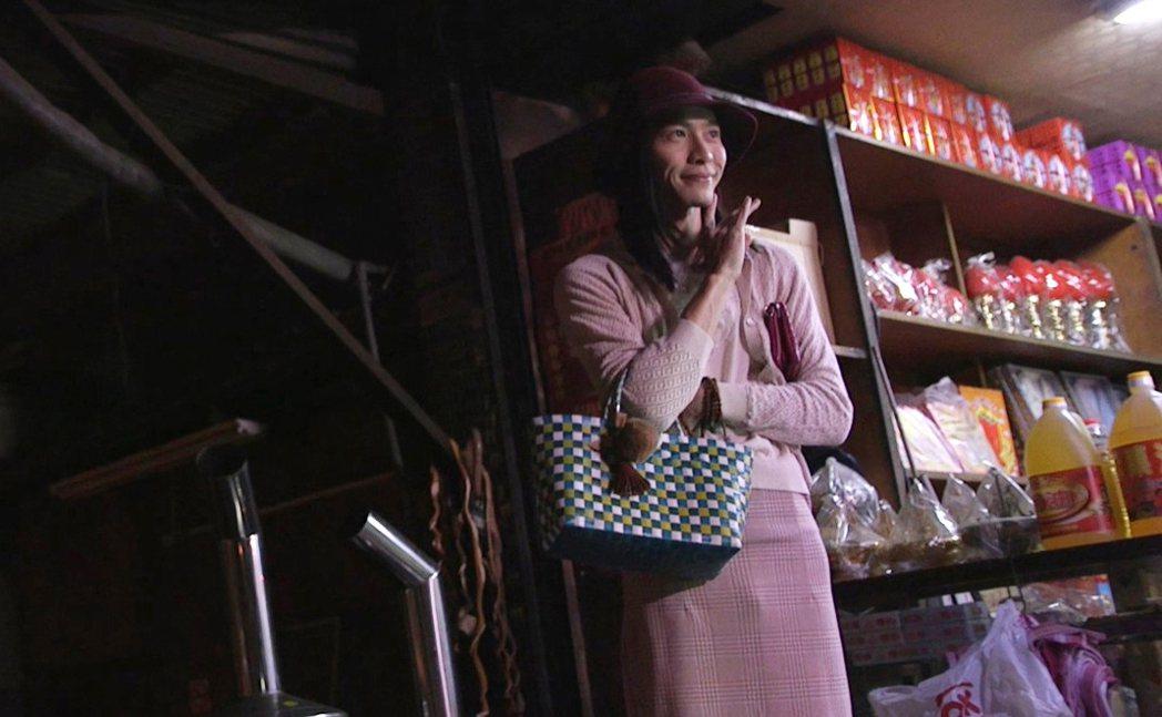 田士廣在 「偷一段幸福」穿上女裝。圖/杰德提供