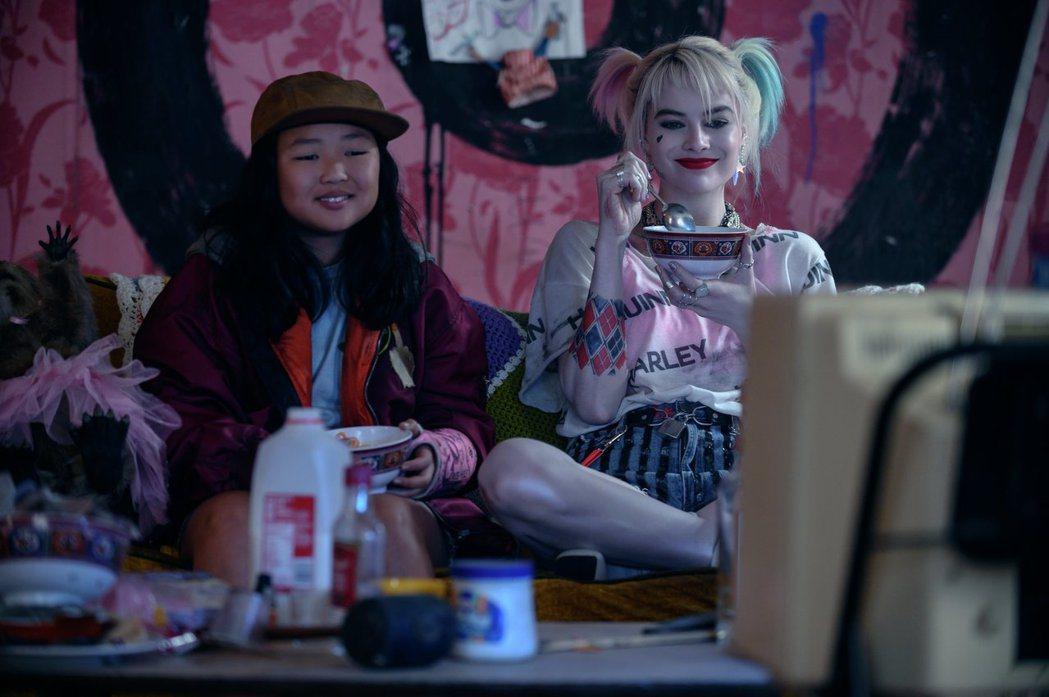 「猛禽小隊:小丑女大解放」劇照。圖/華納兄弟提供