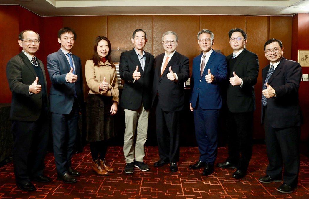 東海大學智慧轉型中心宣布成立「東海精英智慧金融與行銷講座」,由東海大學智慧轉型中...