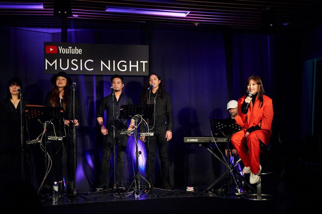 A-Lin日前受邀成為在台灣YouTube Music開唱的第一人,並與粉絲近距