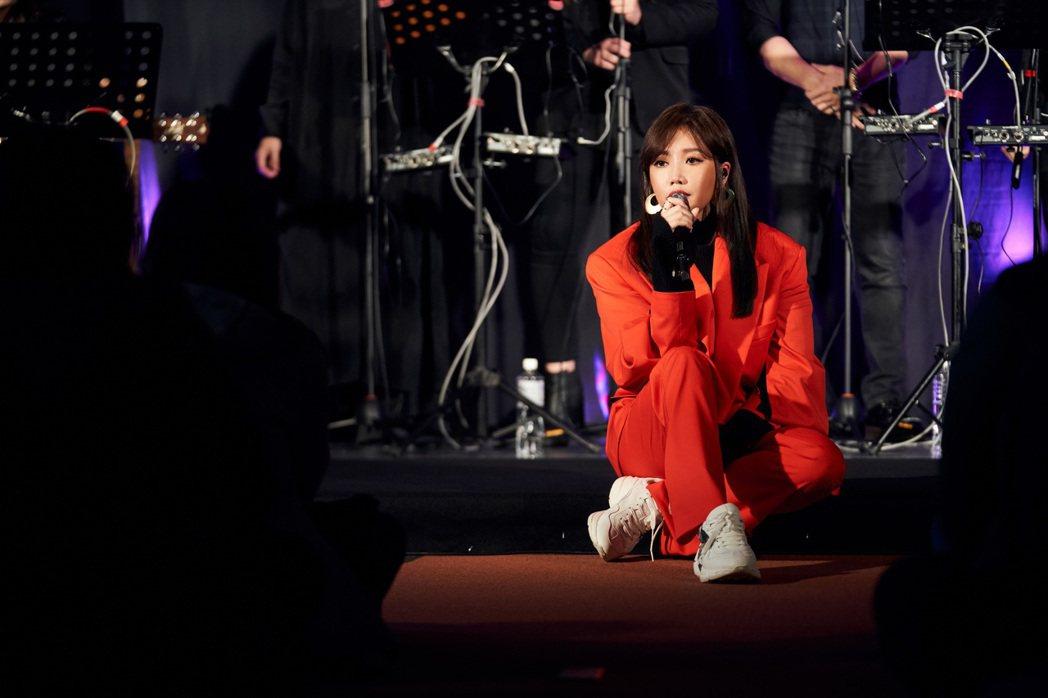 A-Lin日前受邀成為在台灣YouTube Music開唱的第一人,並與粉絲近距...