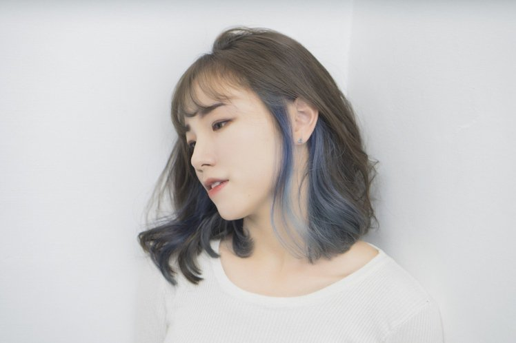 日系短髮最能打造文青精靈系的出眾氣質,可搭配仙氣的灰藍、橄欖綠或不同的棕色系挑染...