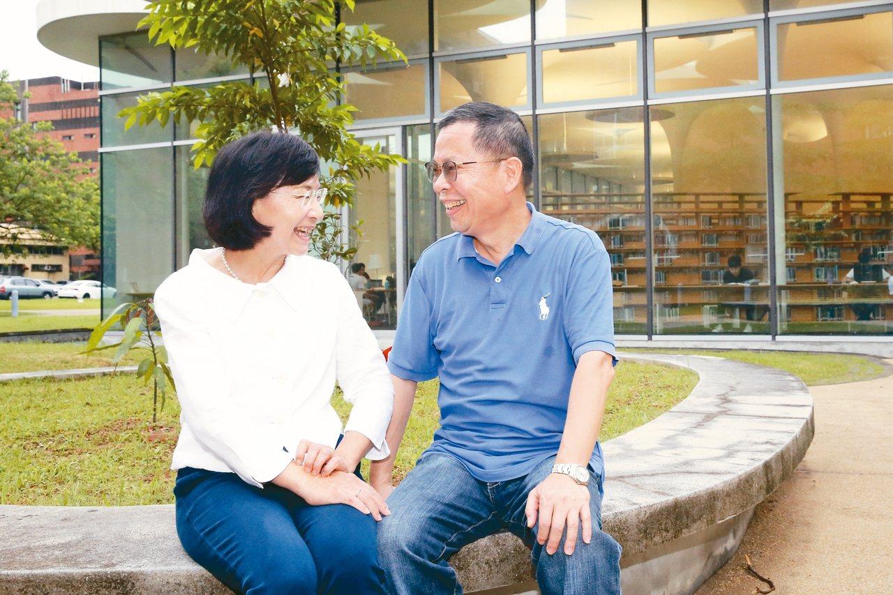 鄭丞傑(右)難得在公眾場合與王麗容浪漫對看,雙雙露出羞澀神情。 圖/許正宏攝影